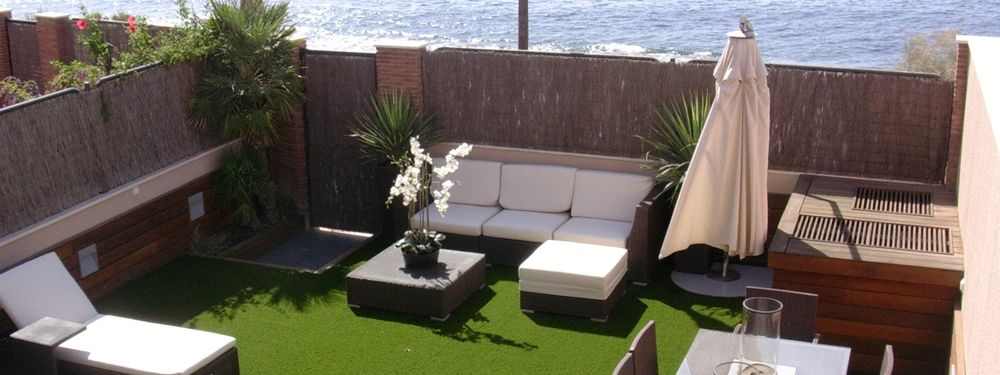 Viste tu terraza o jardin con cesped artificial virginia esber - Terrazas con cesped artificial ...