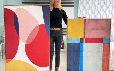 Deecora con cuadros abstractos