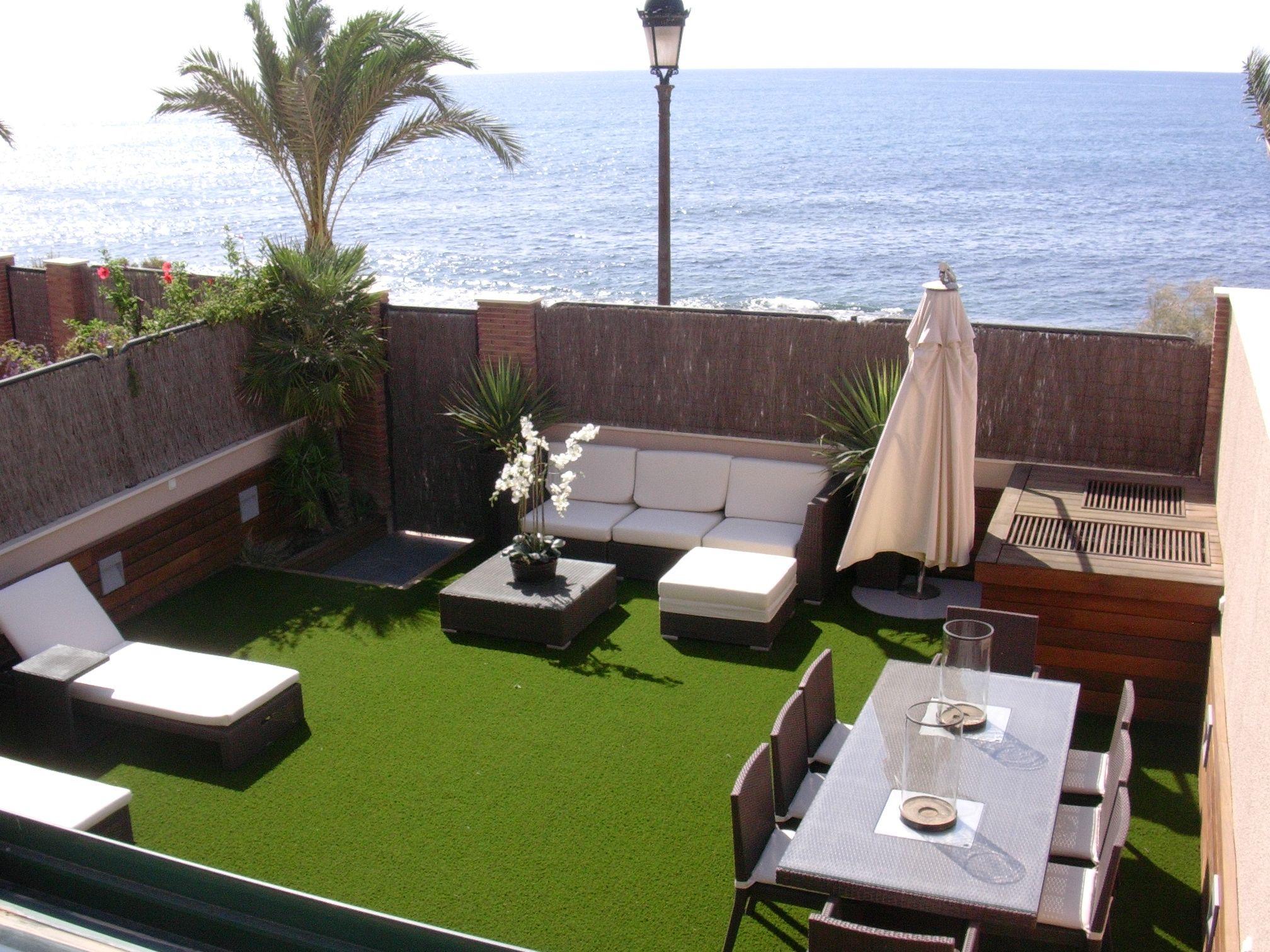 Viste tu terraza o jardin con cesped artificial virginia - Jardines en aticos ...