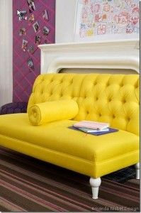 sofa decorado con amarillo. Virginia Esber