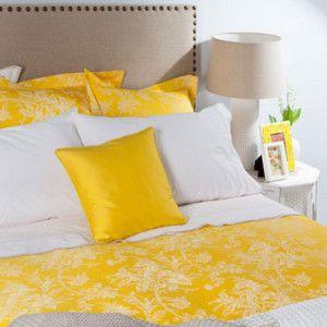 ropa de cama con amarillo. Virginia Esber