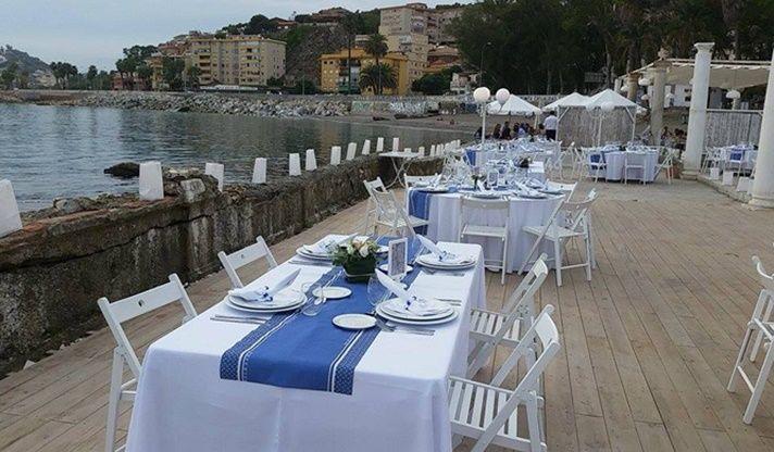 decoración de una boda estilo marinero naútico azul