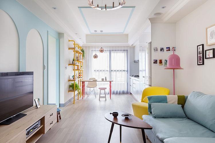 apartamento pequeño con toques de color