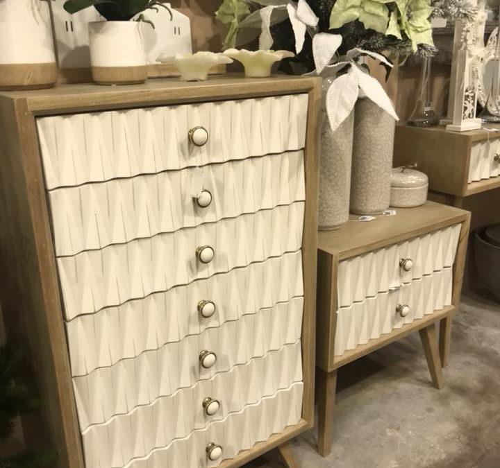 muebles lacados en blanco y roble