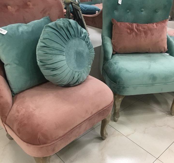 sillones butacas puf divanes triunfan en la decoración.