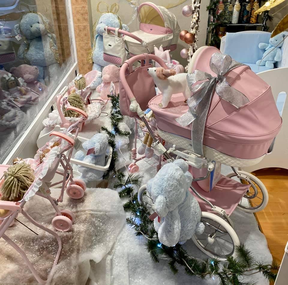 decoracion de un escaparate de bebe