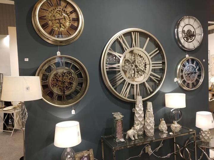 relojes que decoran y dan las horas